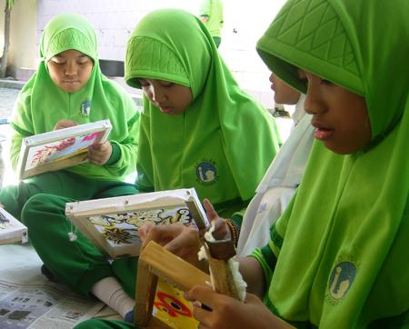 Melestarikan Batik